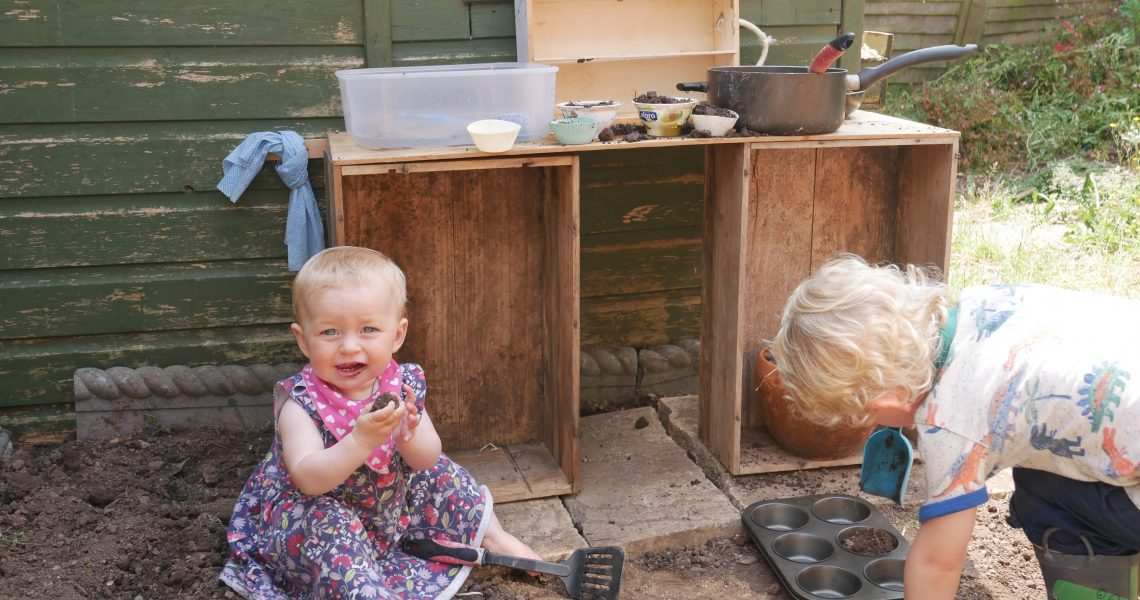 kids in mud kitchen